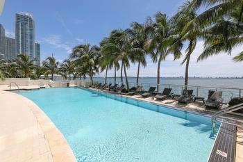 36 Pool deck